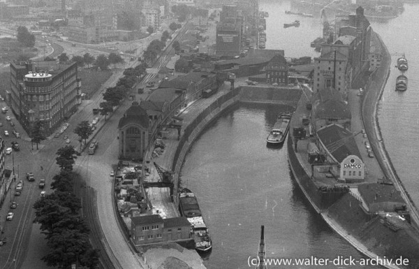 Blick vom Mannesmann Hochhaus auf den Hafen 1965
