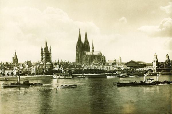 Altstadt und Dom mit Rheinpanorama 1920
